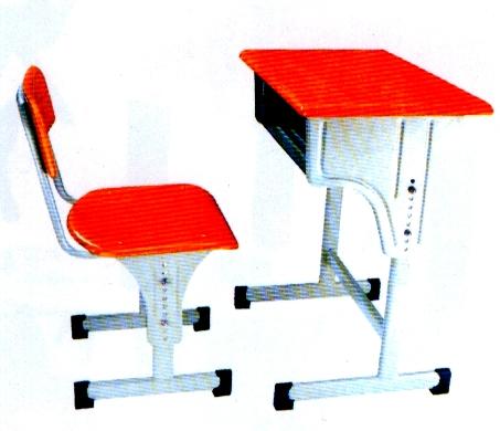 Маса със столче