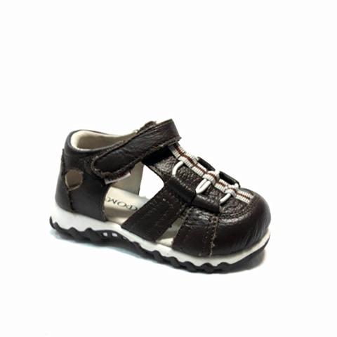 Кафяви бебешки кожени сандали.