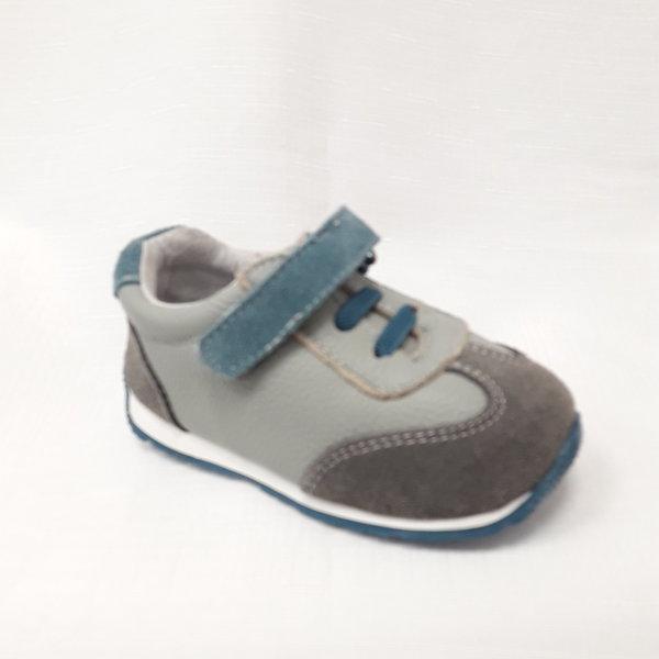 Сини бебешки маратонки от естествена кожа.