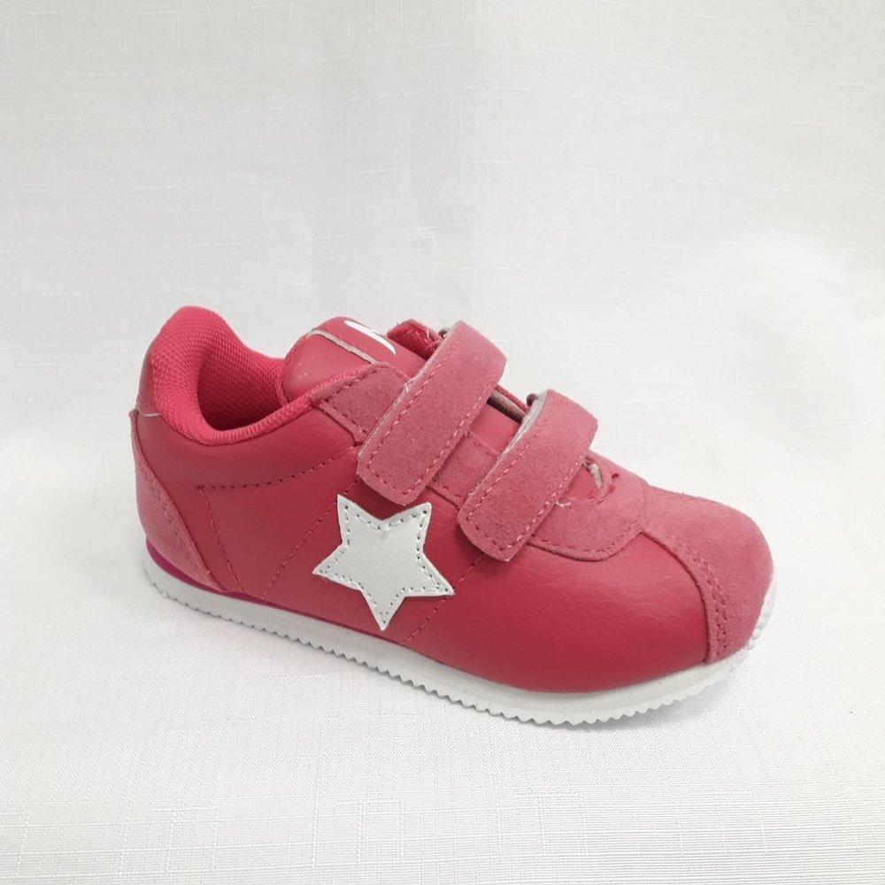 Розови детски маратонки със звезда.