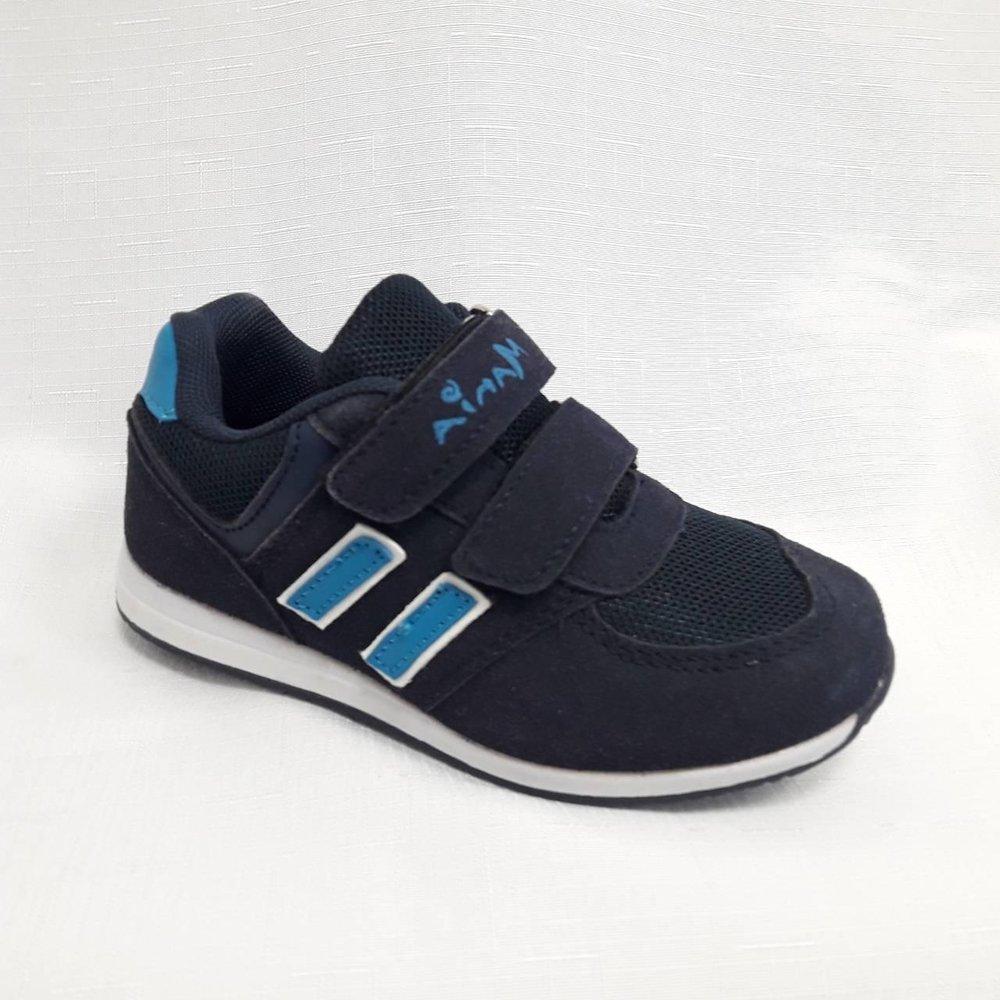 Тъмно сини детски маратонки с лепенки.