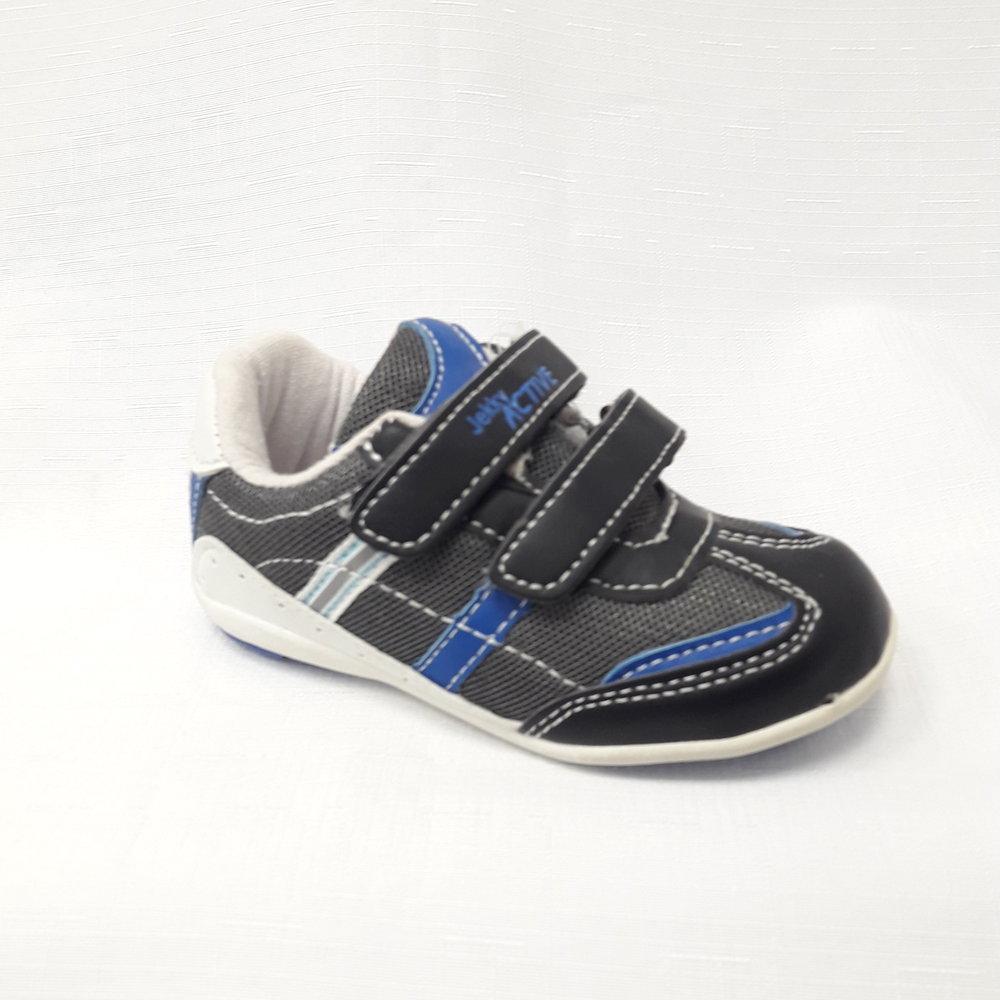 Маратонки за деца в синьо и черно.